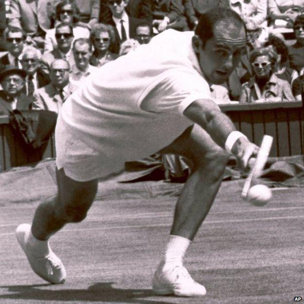 Bob Hewitt competes during a tennis match at Wimbledon (26 June 1965)