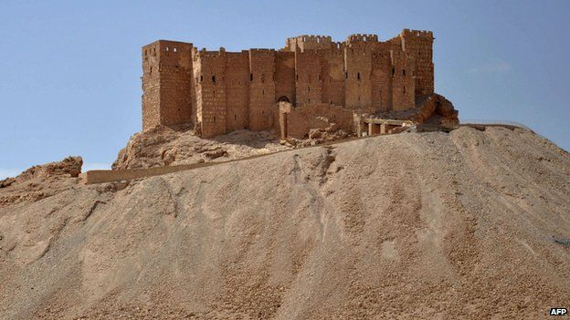 A general view taken on 18 May, 2015 shows the castle of the ancient Syrian city of Palmyra, a day after Islamic State fired rockets into the city and killing five people