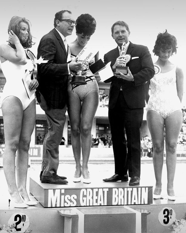Swimsuit Avro Gal 73 (centre), 1965