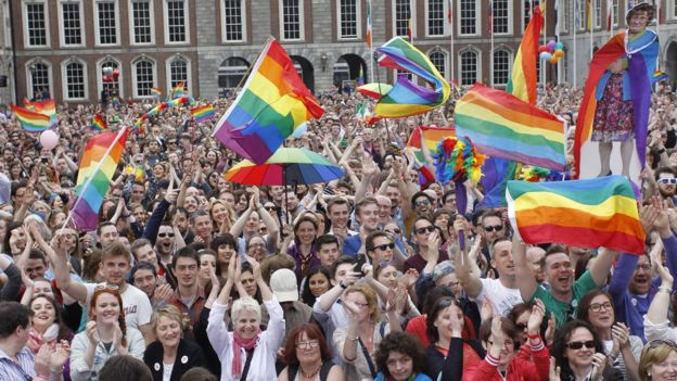 Yes supporters react at Dublin Castle