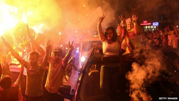 Supporters of the pro-Kurdish People's Democratic Party (HDP) celebrate early election results in Diyarbakir, Turkey (07 June 2015)