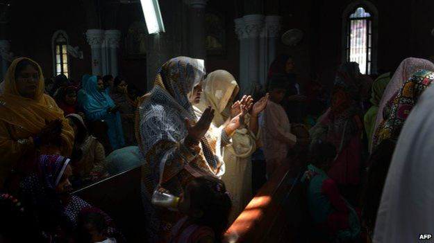 Pakistani Christians praying at Easter