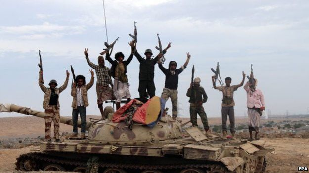 Tribal fighters loyal to President Abdrabbuh Mansour Hadi stand on a tank in Lahj, Yemen (23 March 2015)