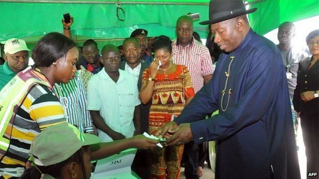 President Jonathan registers to vote after problems with the biometric card reader, 28 March 2015