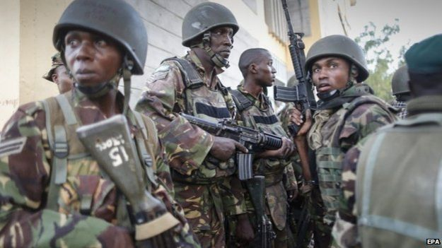 Kenyan troops preparing to sweep Garissa campus, 2 April 2015