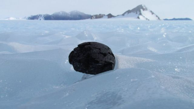 Iron meteorites 'buried in Antarctica' by the Sun