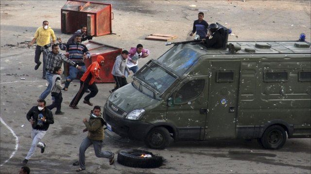 Protesters clash with police in Suez