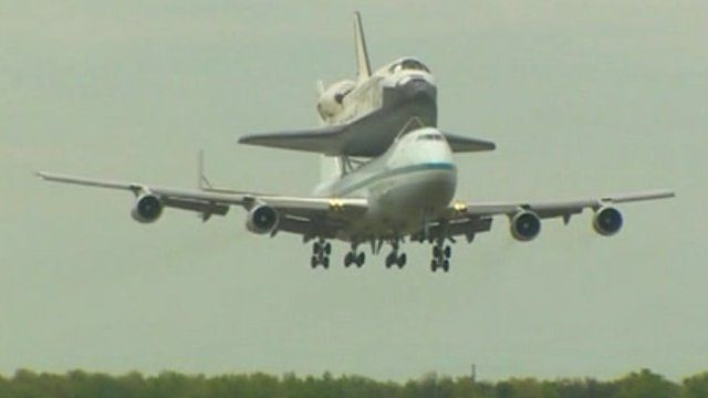 Discovery piggy-backing on a modified Boeing 747