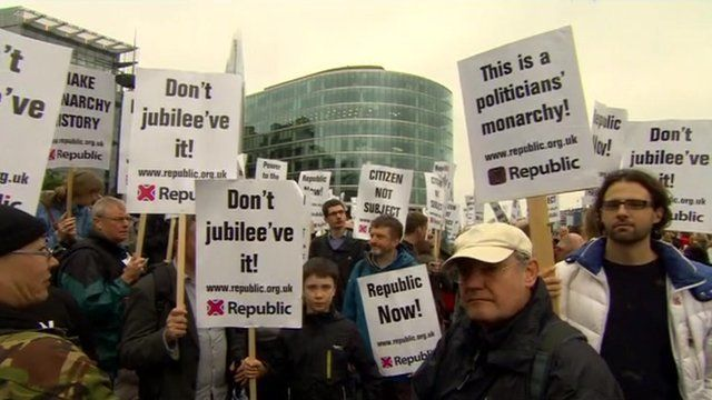 Republican protesters wave placards