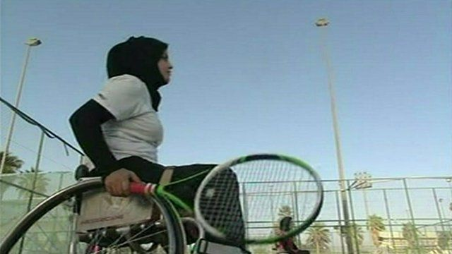 Zeinab Kadhum playing tennis