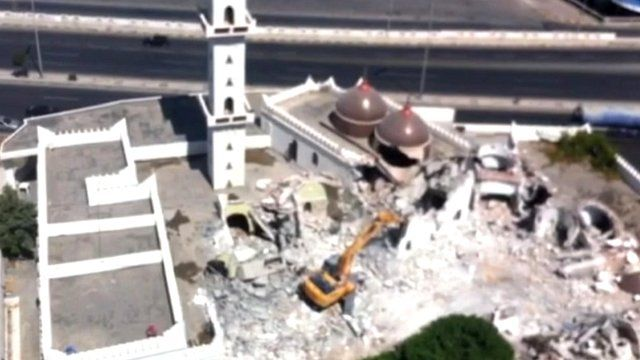 Sufi shrine in Tripoli being attacked with a digger