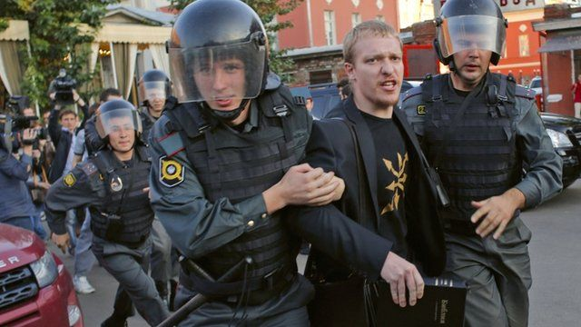In Moscow, Orthodox activists crushed an exhibition of sculptures 08/14/2015 9