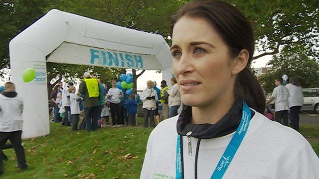 Vicky McClure takes part in Nottingham Memory Walk - _63063019_tempvickymcclure