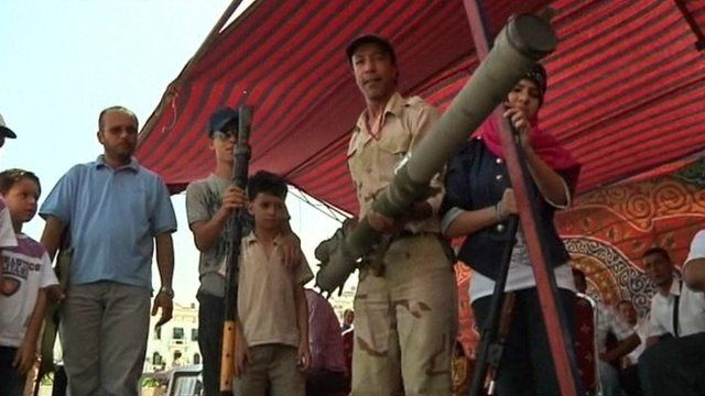 Libyan man with rocket launcher