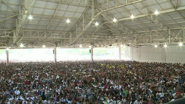 According to police estimates, 50.000 people attended the opening
