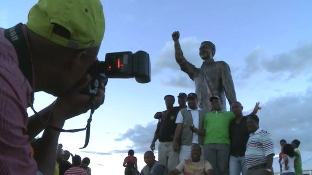 Tourists by Mandela statue in Bloemfontein