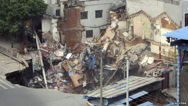 Several buildings collapsed inside the hole in Guangzhou