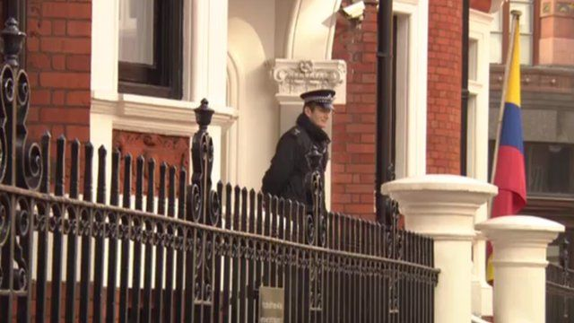 Police officer outside Ecuadorean embassy