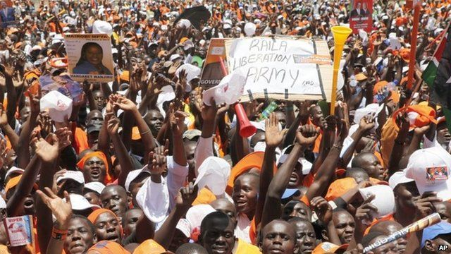 Supporters of Kenyan PM and presidential candidate Raila Odinga (2 March 2013)