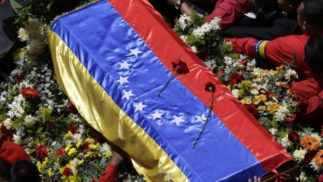 Mourners surround coffin of Hugo Chavez