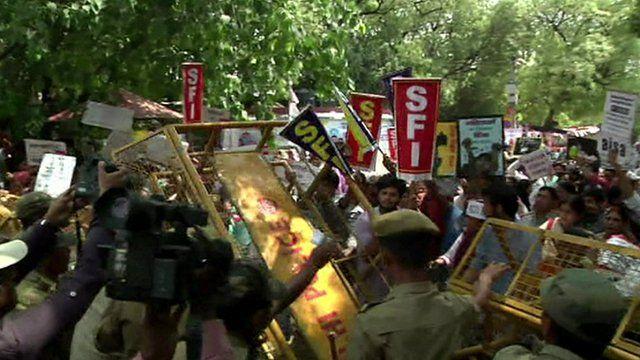 Police control protesters in Delhi