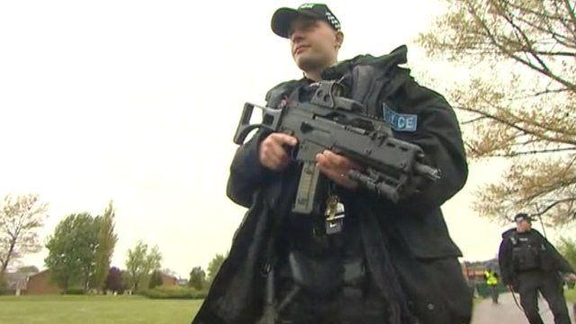 Armed police armed Marsh Farm, Luton