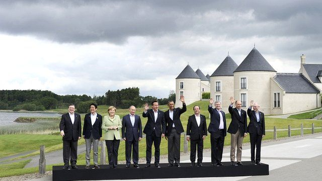 G8 leaders pose for official photo