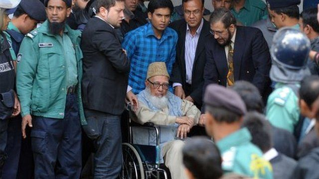 Ghulam Azam with security personnel and lawyers, January 11, 2012