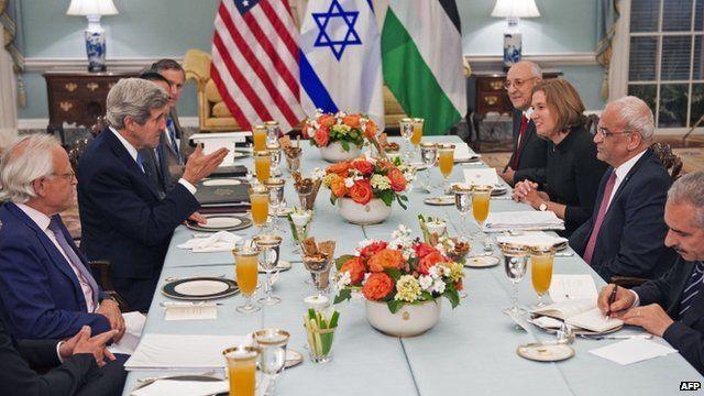 US Secretary of State John Kerry with Tzipi Livni and Saeb Erakat