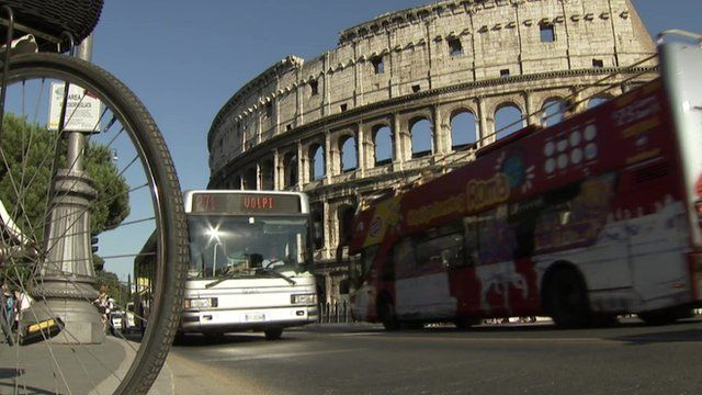 Traffic passing the Colosseum