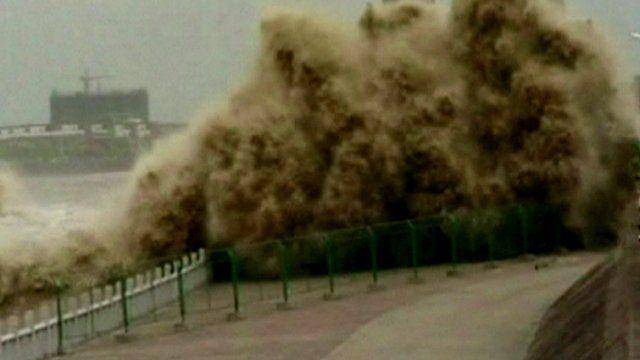 Tidal bore in the Qiantang River, China