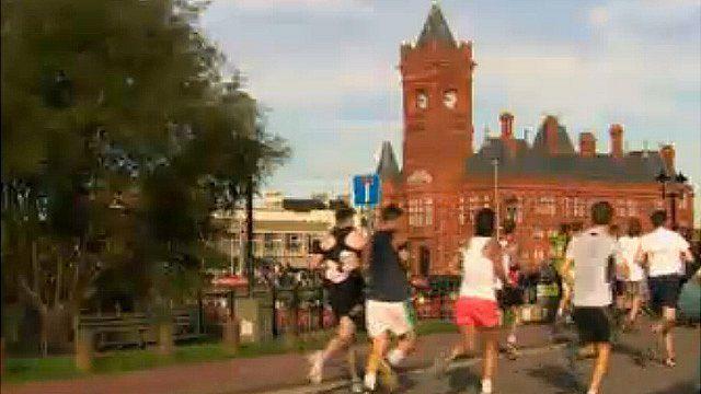 Cardiff half marathon by the Senedd