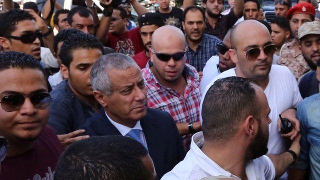 Libyan Prime Minister Ali Zeidan surrounded on his return
