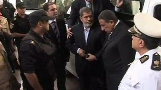 Mohammed Morsi arrives at court