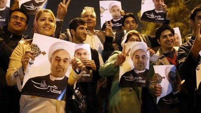 Iranians flashing the sign for victory as the Iranian delegation arrived at Tehran's Mehrabad Airport