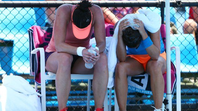 Players struggling with the heat at the Australian Open.
