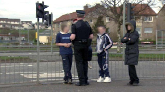 Police man talking to children