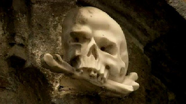 Skull symbol at Naples church building