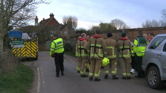 Emergency services at Shiplake College rowers rescue