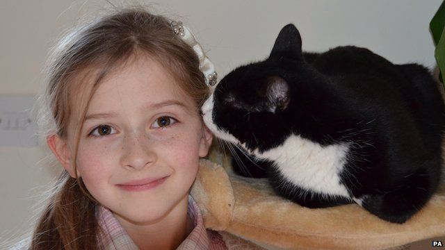 Eight-year-old Mia Jansa with her pet cat Pippa