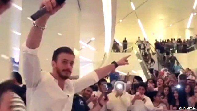 Singer Saad Lamjarred greets fans
