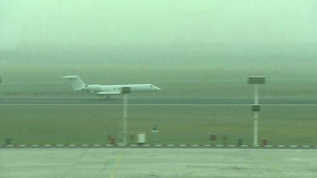 Shrien Dewani's plane lands in South Africa