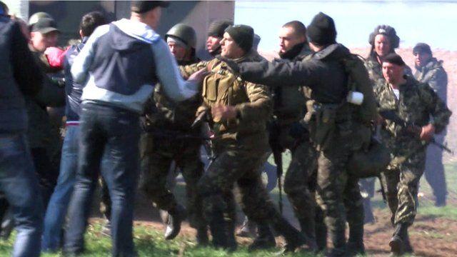 Scuffle between locals and Ukrainian soldiers in Ivanivka