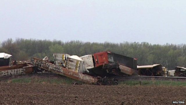 Storm blows train off tracks in Illinois