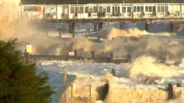 Tidal surge waves