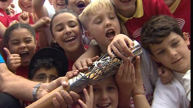 Dartford school children with the Queen's Baton