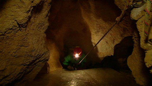 Rescuer enters cave near Berchtesgaden