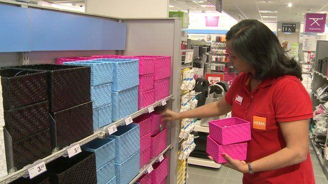 Hema worker stacking shelf
