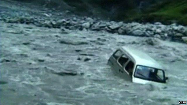 Van swept away by floods in Sichuan Province
