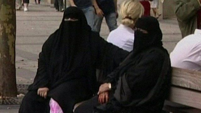 Women in niqabs